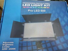 LED 600 Varicolor Professional Video Light
